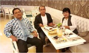 Foto: Hulman Sinaga (kiri) Saut Sirait (tengah) dan Sri Nuryanti (kanan) dalam diskusi bidang penelitian