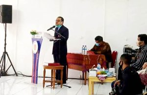 Foto: Dr. Parbuntian Sinaga, SH., MH dalam mempertahankan disertasi