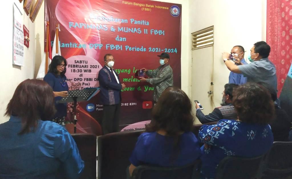 Penyematan Pin Menandai Pelantikan Secara Resmi Pengurus DPP FBBI 2021-2024